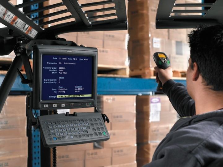 Каждое рабочее место кладовщика требует дополнительных расходов на оборудование