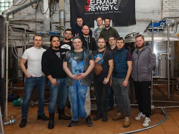 Домашние пивовары на пивоварне Selfmade