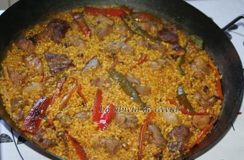 Испанский рецепт паэльи из баранины с изюмом