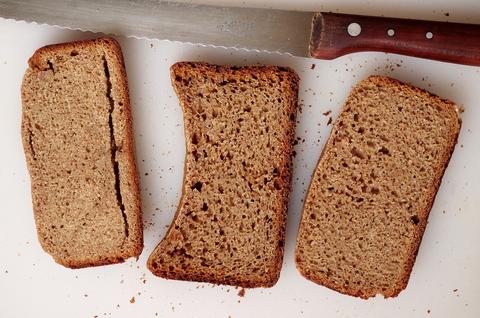 Быстрый ржаной хлеб на дрожжах и закваске в хлебопечке, варианты