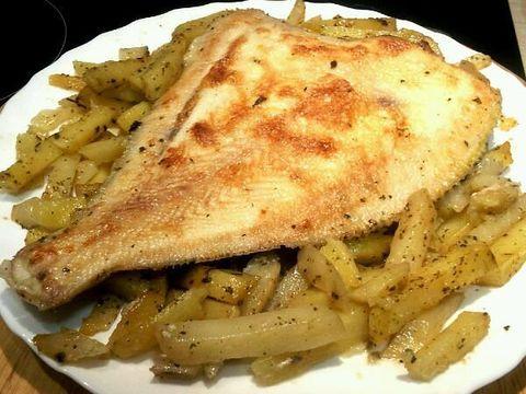 Камбала, запеченная с картофелем