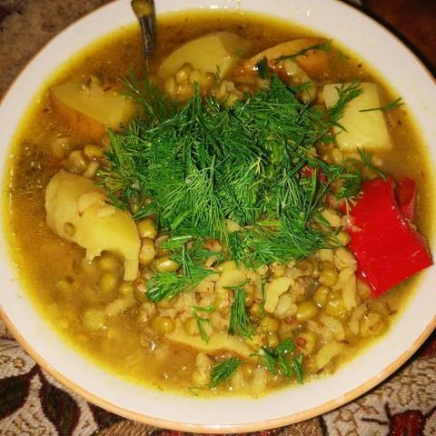 Пряный вегетарианский суп из маша с рисом и картофелем