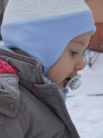 В 3 года ребёнок еще с соской! Это нормально? Как его отучить от пустышки?