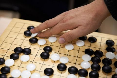 Игра Го: как выбрать инвентарь - гобан, камни, чаши - и играть?
