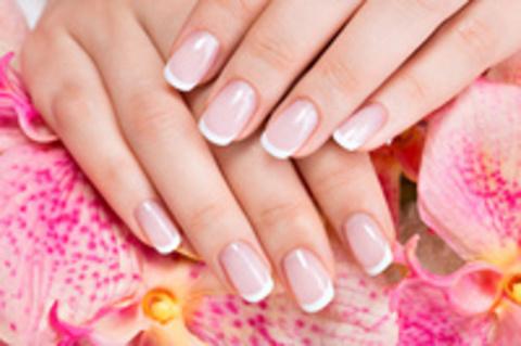 Витамины для избавления от белых пятен на ногтях