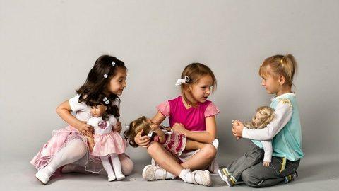 Почему детям важно играть в куклы?