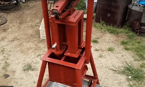 Ручной пресс для топливных брикетов