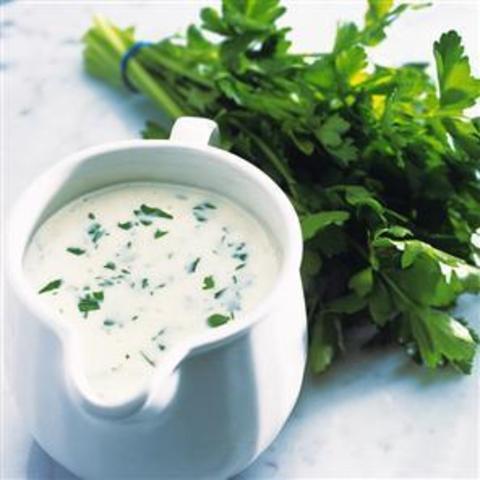 Сметанный соус с зеленью петрушки