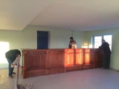 Оборудование кафе началось с монтажа барной стойки
