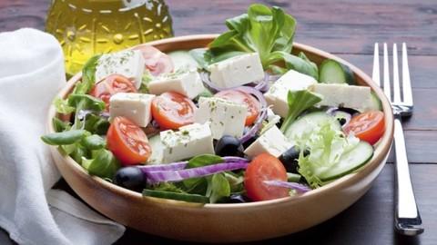 Салат с сыром и солью с вороникой
