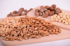 Сколько орехов съедать в день