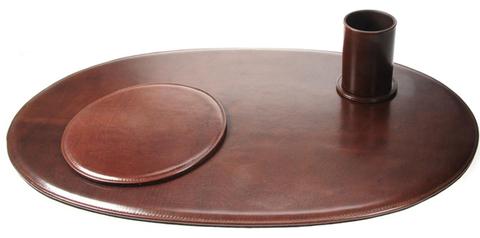 Кожаный бювар для стола руководителя – подарок отмеченный стилем и неоспоримой деловой презентабельностью.