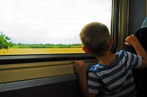 Чем занять ребёнка в поезде, как угомонить непоседу?