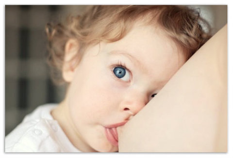Как укладывать ребенка спать во время отлучения от груди.
