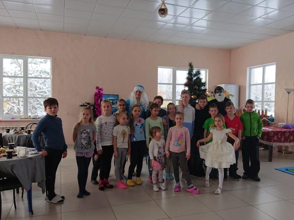 Детская новогодняя елка прошла в «Романовском Парке»