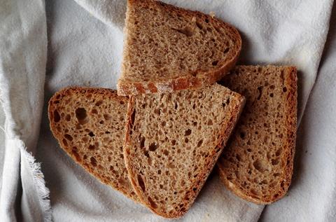Пшеничный хлеб из домашней цельнозерновой муки