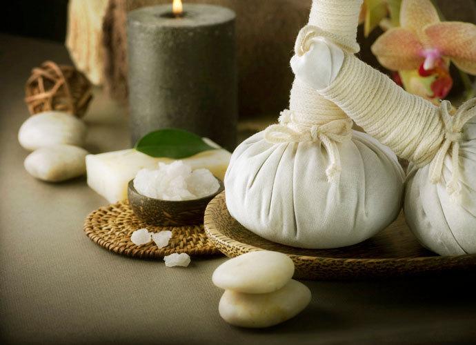 Как выбрать травяные мешочки для массажа в салоне?