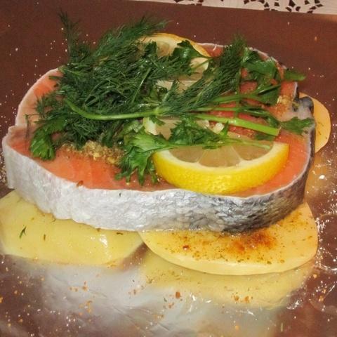 Стейк из лосося под соусом Тар-Тар