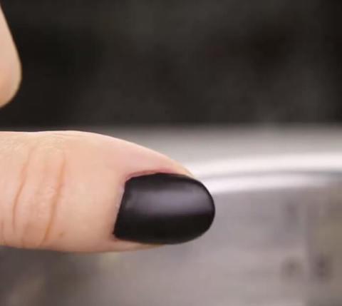 Как сделать любой лак для ногтей матовым в домашних условиях.