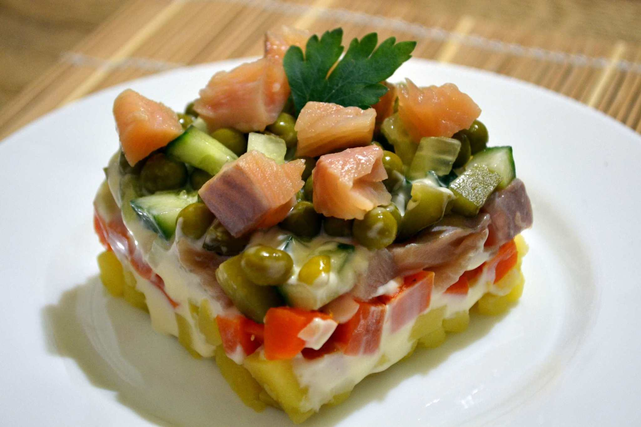 Салат оливье с радужной форелью (рецепт с фото)