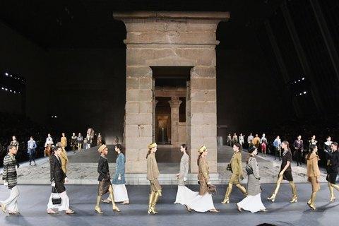 Показ Chanel Métiers d'art 2018/19