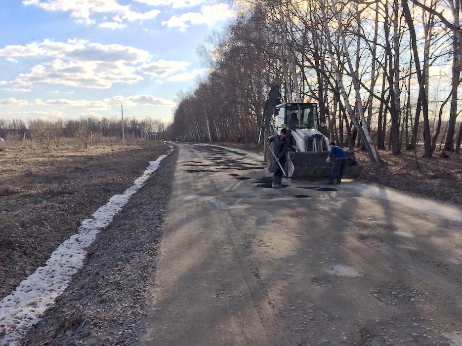 В «Романовском Парке» начался ямочный ремонт подъездной дороги