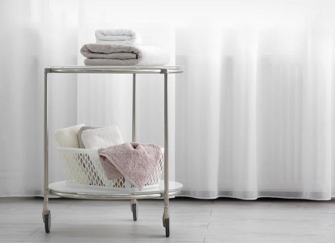 Мобильная мебель для салона: удобство в работе