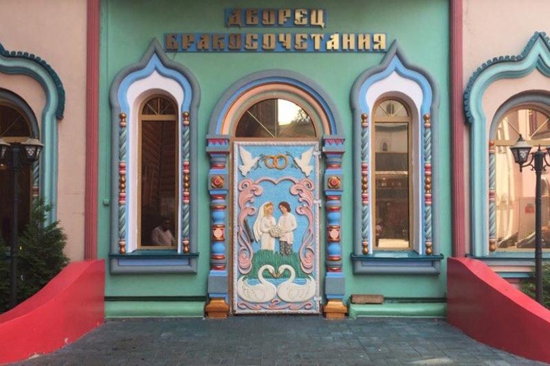 Красивые двери с улиц Москвы