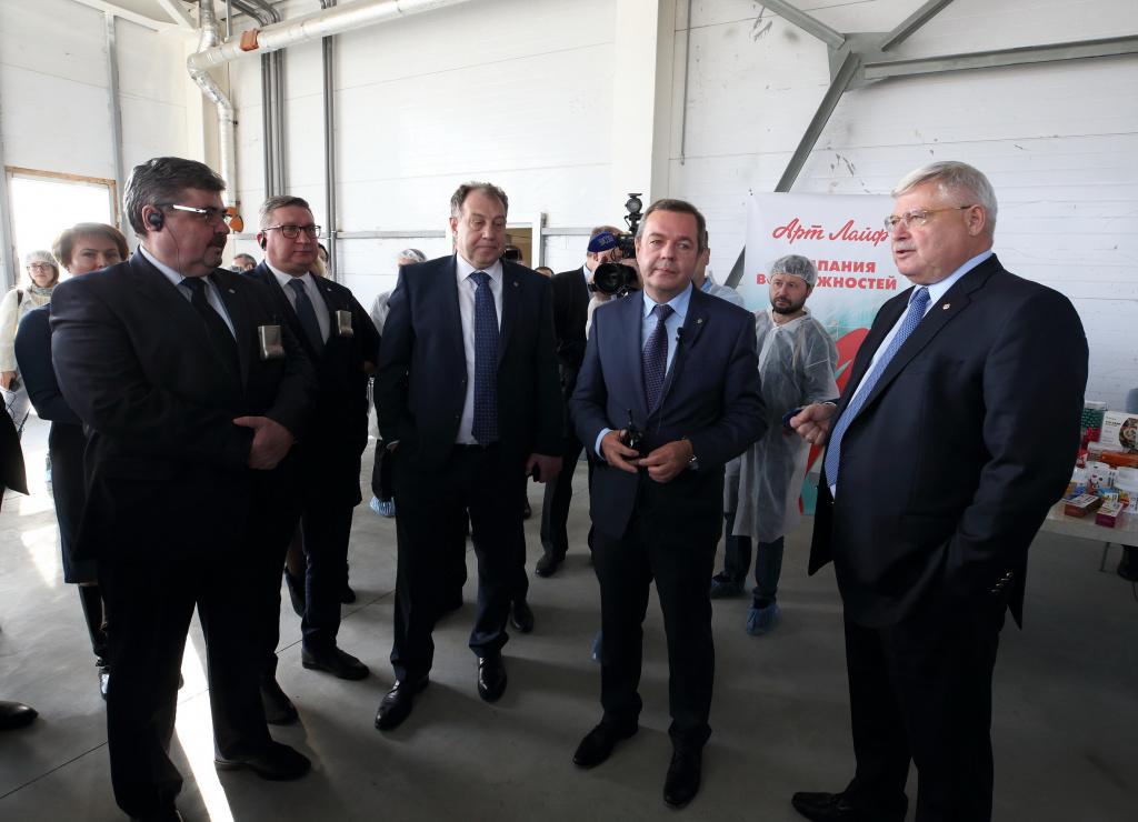 Новое слово в биотехе: корпус Артлайф на Калтае посетил губернатор