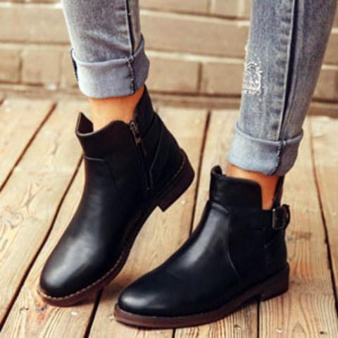 Женские ботинки стали лидером продаж в праздничные дни.