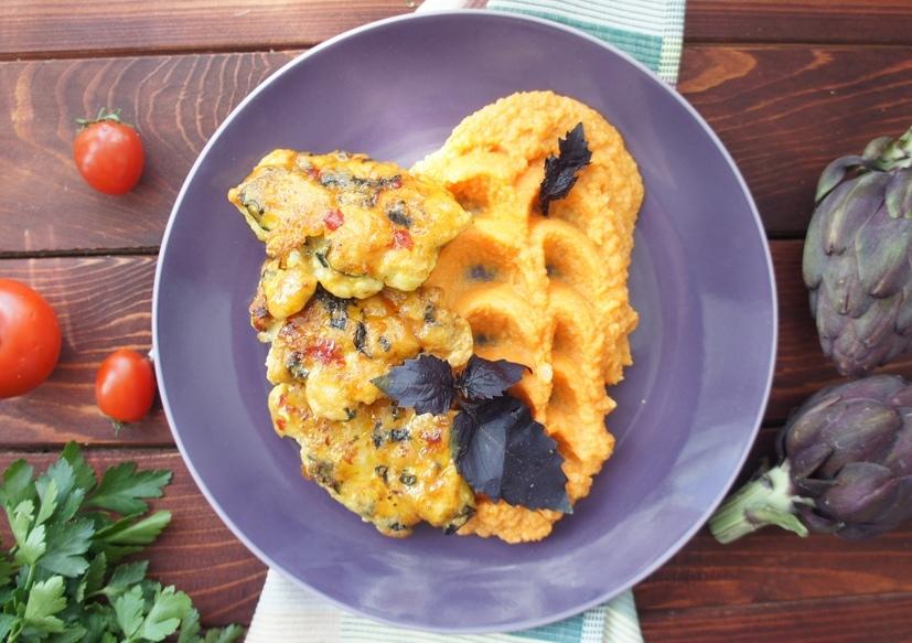 Куриные котлетки с пюре из батата и сельдерея со сладким соусом чили