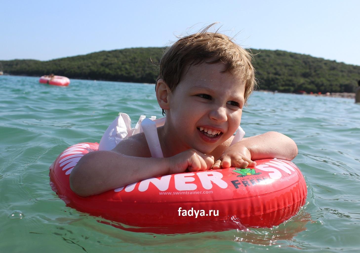Надувной круг SWIMTRAINER - как научить ребенка плавать самостоятельно