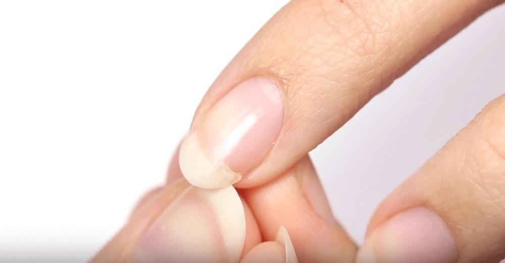 Картинка сломанного ногтя