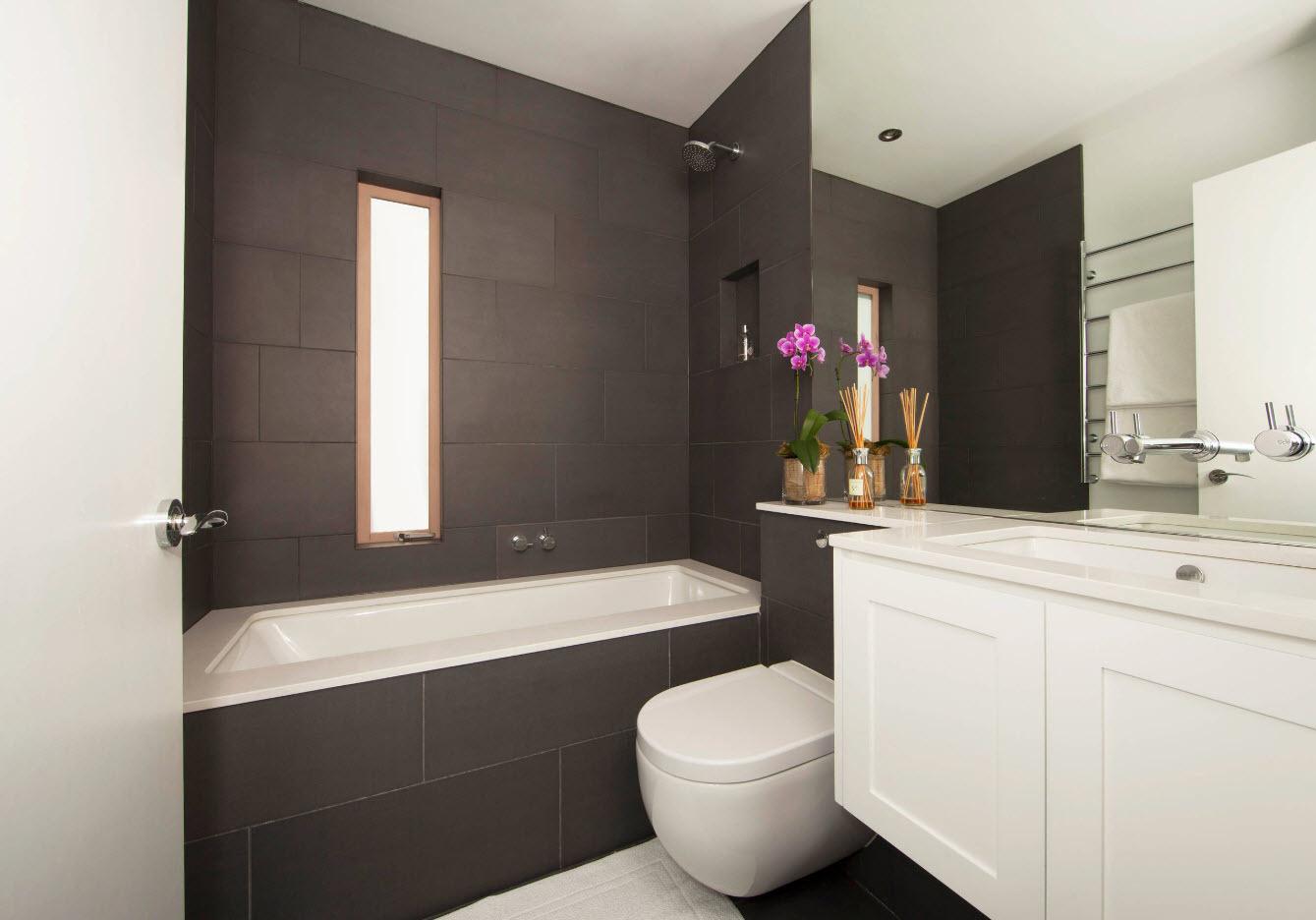 Сочетание светлых и темных цветов в ванной комнате