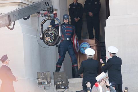 Новый Капитан Америка на съемках сериала «Сокол и Зимний солдат»