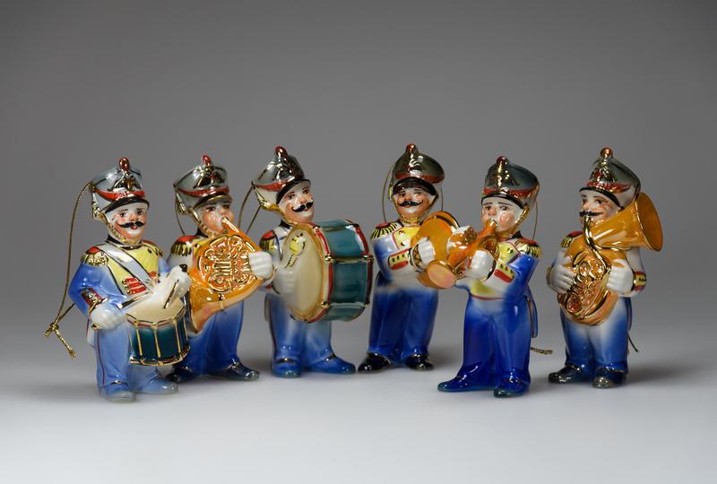 Серия фарфоровых игрушек