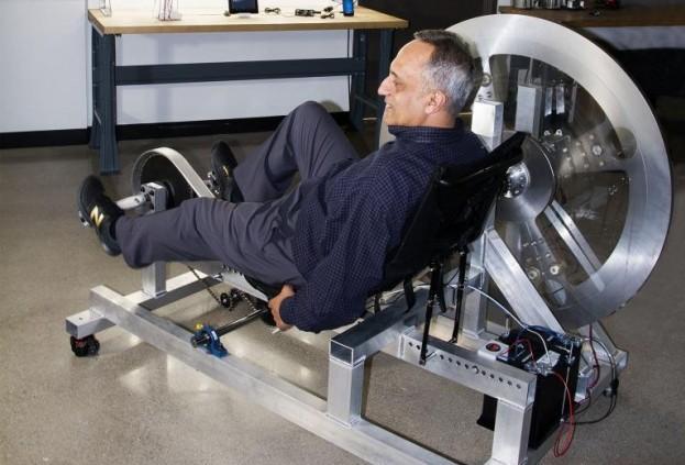 Индийский предприниматель придумал как обеспечить дом электроэнергией на 24 часа с помощью велосипеда-электрогенератора