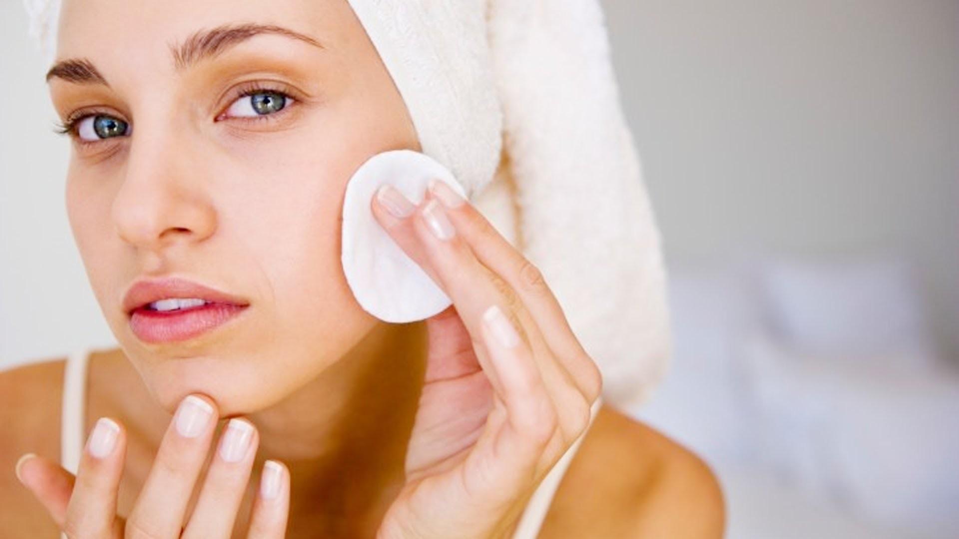 Очищение жирной кожи - залог чистоты и матовости