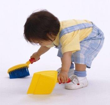 Ребенок не хочет убирать игрушки?