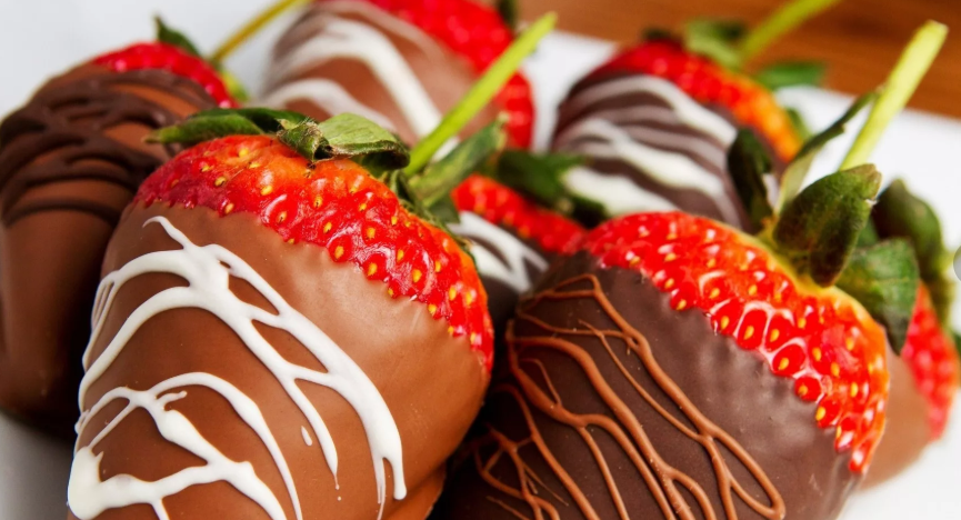 Клубника в шоколаде - самое вкусное лакомство на свете. Делимся нашим собственным рецептом