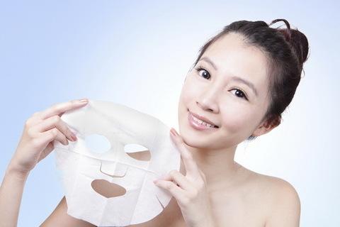 Тканевые маски для лица: что это такое и почему об этом должна знать каждая женщина?