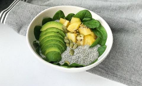 Рецепт чиа-боула с авокадо, шпинатом и киви