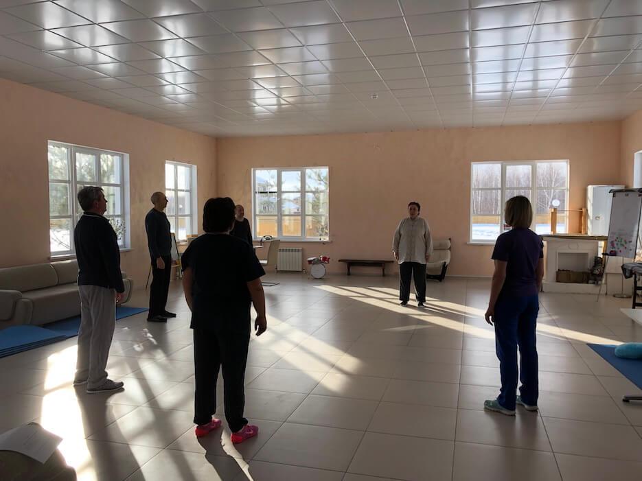 Занятия по оздоровительной гимнастике в «Романовском Парке» продолжаются