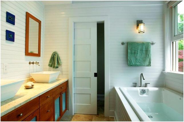 Нужны ли влагостойкие двери для ванной и туалета?