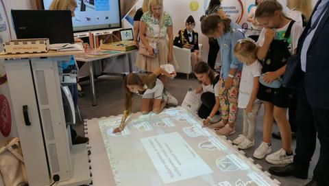 Чем полезны занятия на полу? Инновации в области практической педагогики.