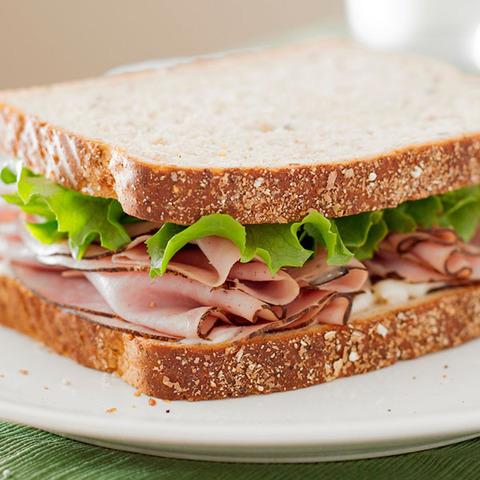 Сэндвич с ветчиной в подарок, при покупке бизнес-ланча!