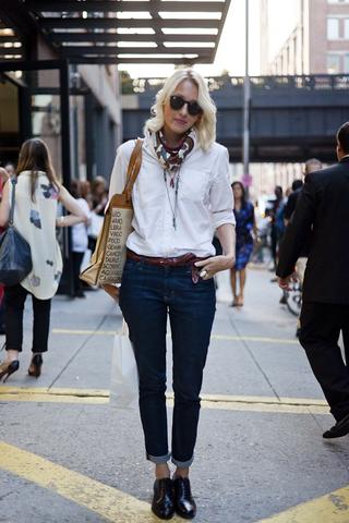 Как выглядеть непринужденно и стильно в джинсовой рубашке с ботинками?