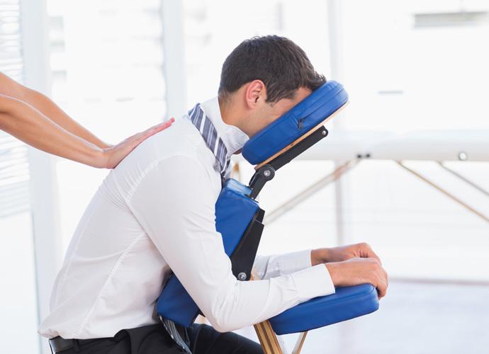Массажный стул — удобная альтернатива столу для массажа