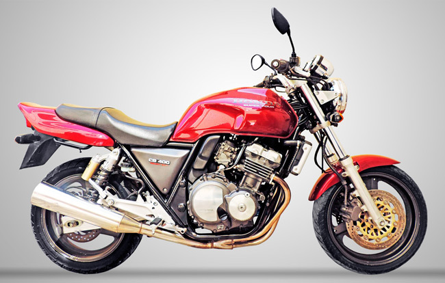 Большой выбор запчастей для Honda CB 400.