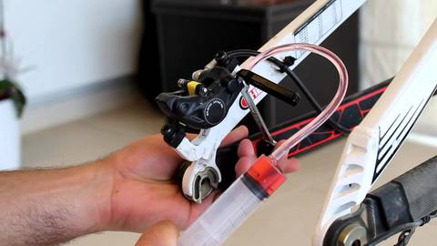 Ремонт велосипеда: Как прокачать дисковые тормоза